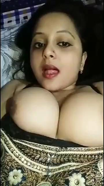 Huge tits milf babe squeezes softly in xxx sex free desi video