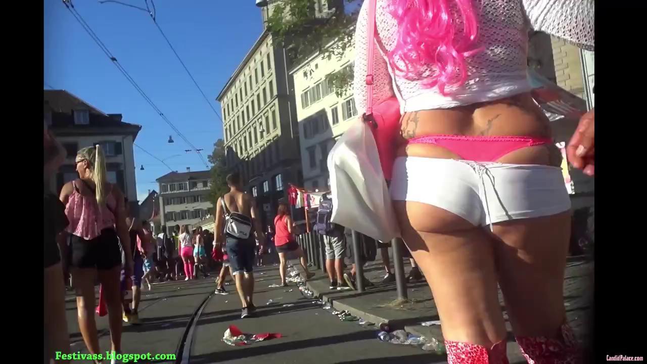 festivass84 milf show her pink thong